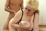 Mladý kluk šuká se zkušenou prsatou a plnoštíhlou paničkou