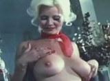 John Holmes šuká nevyholenou prsatou blondýnku – retro video