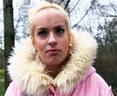 Lovec žen tentokrát přemluví na soulož mladou blonďatou studnetku hotelovky
