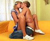 Mladá sexy blondýnka je konečně připravena na anální sex