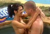 Sexuální dovádění u bazénu