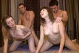 Dvě ruské amatérky ve skupinovém sexu