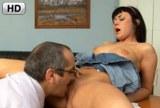 Starý učitel souloží se studentkou na doučování – HD porno