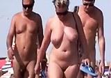 Sexuální hrátky na nudistické pláži