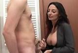 Sexuchtivá italská mamina přišla za mladíkem do koupelny