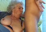 Mladík a stará prsatá dáma