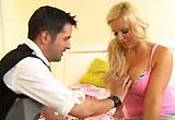 Perfektní sex s potetovanou blondýnkou Bella Rose