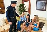 Paničky Brandi Love, Julia Ann a Eva Karera si to rozdají s policistou