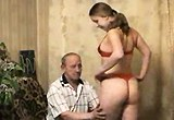 Nadržená ruská dívka svede staršího muže
