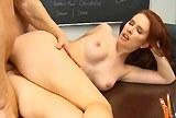Zrzavá studentka se nechala opíchat ve škole