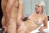 Mladá blondýnka Tosh Locks souloží po erotické masáži