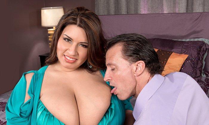 Baculatá brunetka Sofia Rose si vášnivě zašuká se svým mužem
