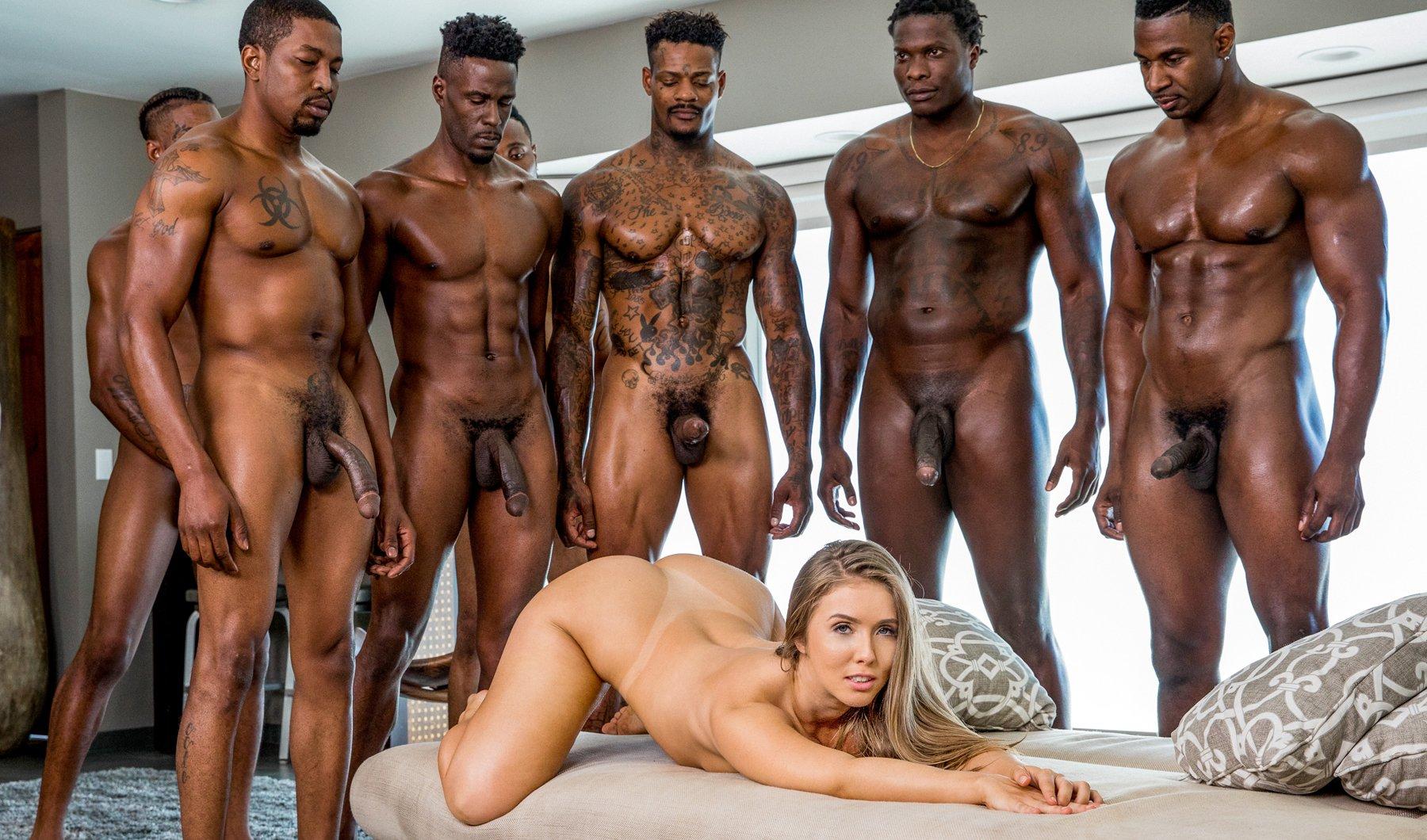 Krásná a sexy realitní agentka Lena Paul prožije divoký sex s hordou černochů