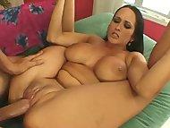 Prsatá Carmella Bing v análním sexu