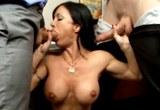 Jewels Jade a její dva kolegové ve skupinovém sexu na pracovišti