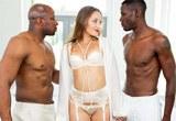 Americká  dívka Dani Daniels prožije grupáč se dvěma černochy